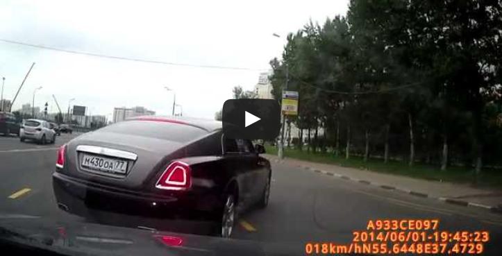rolla royce wraith near car crash